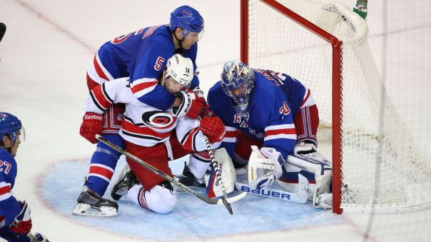 Lundqvist stop in front 10-16