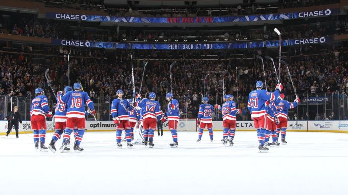 Rangers salute the crowd 10-28