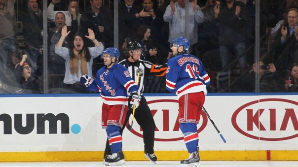 martin st louis goal celebration 12-1