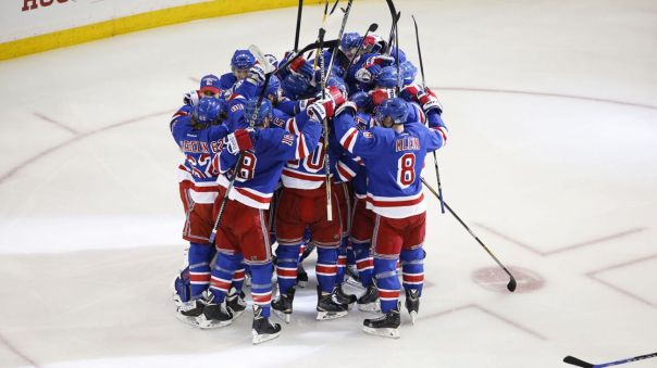 Rangers team huddle 5-8