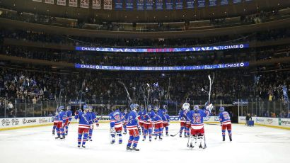 rangers salute the crowd 10-19
