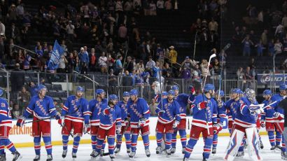 rangers salute the crowd 9-30