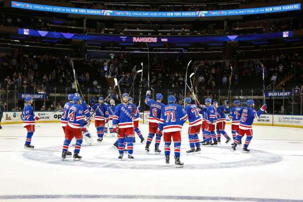 rangers-salute-the-crowd-9-27